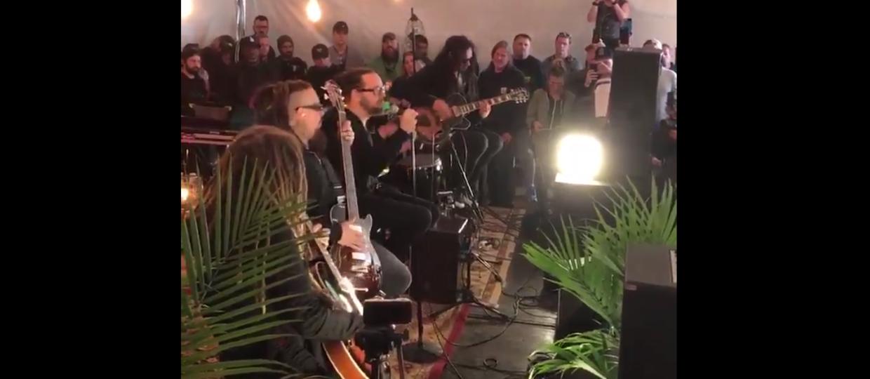 """Korn wykonał po raz pierwszy na żywo """"Clown"""" akustycznie"""