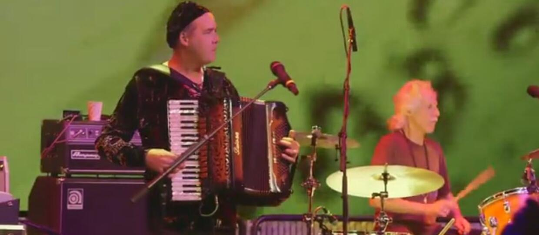 Krist Novoselic (Nirvana) i Jerry Cantrell (Alice In Chains) zagrali utwory The Doors z jego muzykami