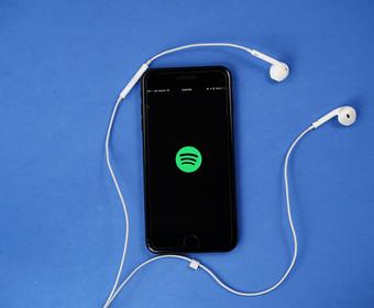 Które piosenki i soundtracki z filmów nominowanych do Oscara są najpopularniejsze na Spotify?