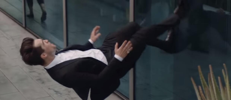 Lider Panic! At The Disco wszedł po ścianie na szczyt wieżowca w nowym teledysku