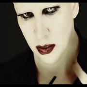 Marilyn Manson w klipie Tattooed in Reverse