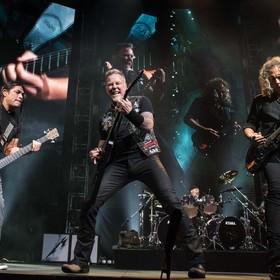Metallica podarowała czeki fundacjom charytatywnym