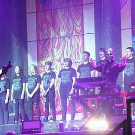 Młodzieżowy chór zaśpiewał na scenie z Ghostem