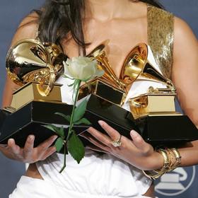 Na Grammy 2018 gwiazdy będą mieć białe róże. Wyrażą sprzeciw wobec molestowania seksualnego
