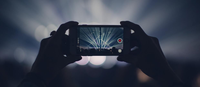 Nagrywanie na koncertach powinno być zakazane? Czytelnicy Antyradio.pl zdecydowali [WYNIKI SONDY]