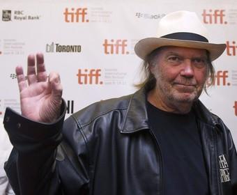 Neil Young wyśmiał pożegnalne trasy gwiazd: Skończę karierę, gdy będę martwy