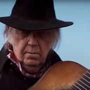 """Neil Young zagrał główną rolę w nowym westernie Netfliksa """"Paradox"""""""