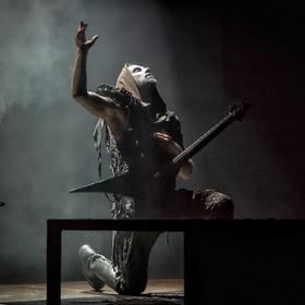 Nergal ukrzyżowany jak Jezus. Kontrowersyjne zdjęcie pojawiło się na fanpage'u Behemotha
