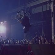 """Niepełnosprawni performerzy w nowym klipie Papa Roach do """"Born For Greatness"""""""