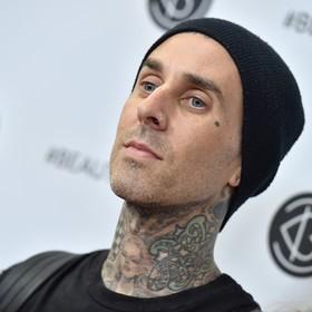 Perkusista Blink-182 miał wypadek samochodowy. Jego auto zderzyło się ze szkolnym busem