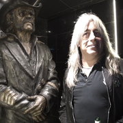 Perkusista Motorhead po raz pierwszy odwiedził pomnik Lemmy'ego