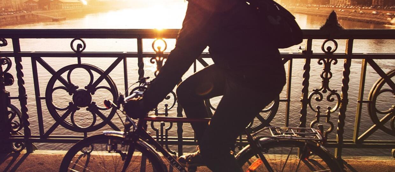 PiS zakaże słuchania muzyki podczas jazdy na rowerze?
