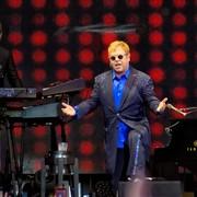 QOTSA, The Killers i Florence And The Machine na albumie z coverami Eltona Johna