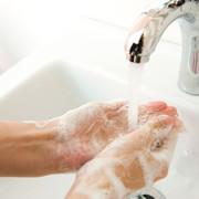 Mycie rąk, walka z koronawirusem