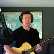 Rick Astley w coverze Foo Fighters