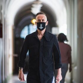 Rozpoczął się proces sądowy Nergala. Oskarżono go o znieważenie godła Polski