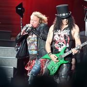 Slash o graniu utworów Guns N' Roses na solowych koncertach i występach Axla Rose'a z AC/DC