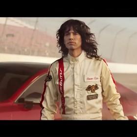 Steven Tyler cofnął czas w reklamie Kia