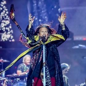 Steven Tyler z Aerosmith odepchnął fana, który chciał z nim zrobić selfie
