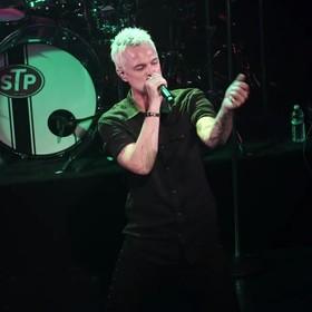 """Stone Temple Pilots w utworze """"Roll Me Under"""" nagranym z nowym wokalistą"""