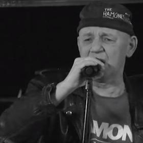 """Tomasz """"Siwy"""" Wojnar, wokalista Defektu Muzgó nie żyje"""