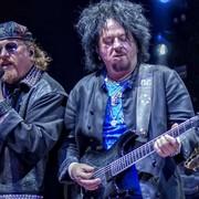 Toto odwzajemnił się Weezerowi i zagrał cover jego przeboju