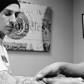 Perkusista Blink-182 walczy z zakrzepami