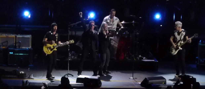U2 ku czci ofiarom na koncercie w Paryżu