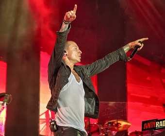 """""""Wrocław dla Chestera"""". Fani żegnają lidera Linkin Park"""