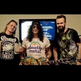 Zawalcz o gitarę Slasha z grafiką Szymona Chwalisza na aukcji WOŚP