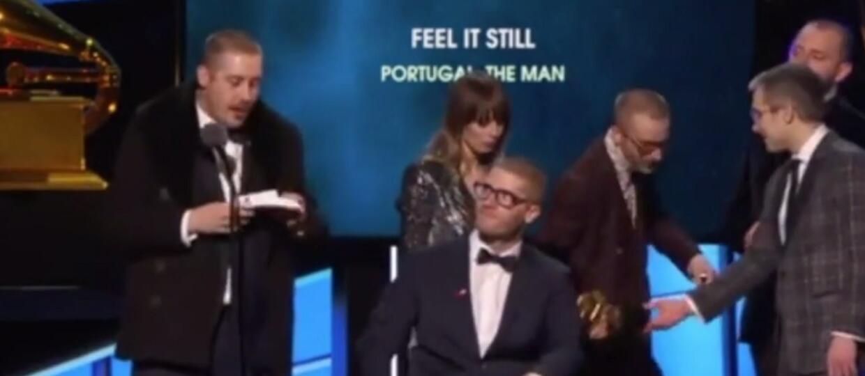 """Zespół odbierając Grammy udawał, że podciera się statuetką i krzyknął """"Hail Satan!"""""""