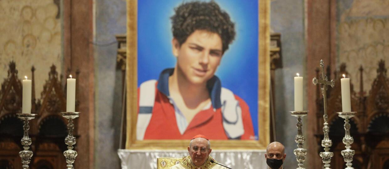 """15-letni """"Boży influencer"""" beatyfikowany w Asyżu. To pierwszy patron internetu i millenialsów"""