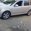 auto z wybitą szybą