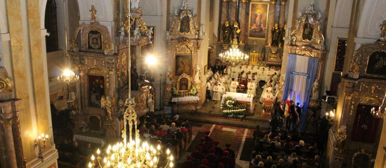 wnętrze katedry w Kaliszu