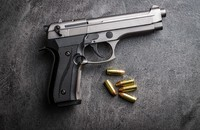 Chciał spać, ale przeszkadzała mu kosiarka, więc groził sąsiadowi pistoletem