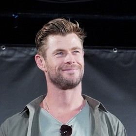 Chris Hemsworth będzie pływał z rekinami w nowym programie Nat Geo