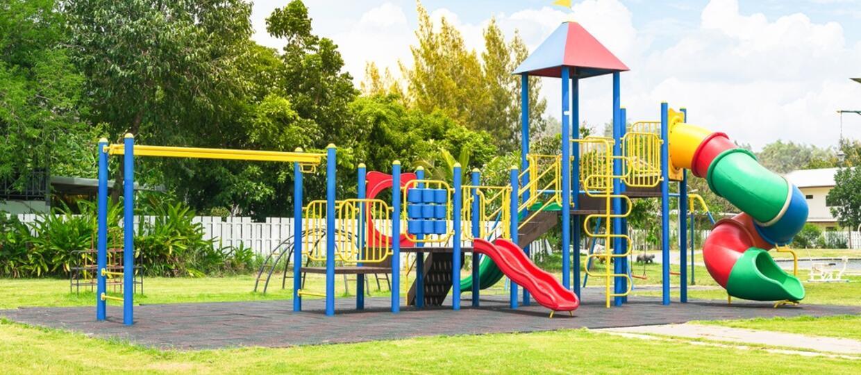 Dębina-Osada: Wójt i proboszcz testowali plac zabaw dla dzieci [WIDEO]