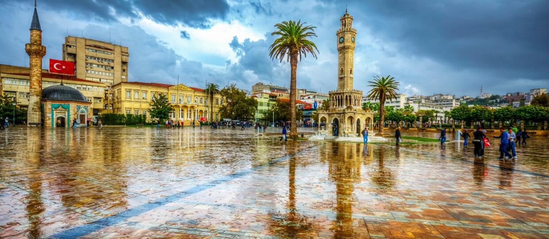 wieża z zegarem w Izmir
