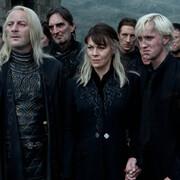 JASON ISAACS (Lucius Malfoy), HELEN McCRORY (Narcissa Malfoy), TOM FELTON (Draco Malfoy) w filmie Harry Potter i Insygnia Śmierci: Część II