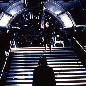 MARK HAMILL jako Luke Skywalker z Darthem Vaderem - kadr z filmu Gwiezdne Wojny: Powrót Jedi
