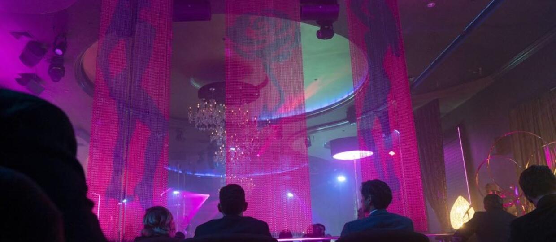 Kluby ze striptizem znalazły sposób na utrzymanie biznesu w trakcie pandemii. Poznajcie kluby w wersji drive-thru