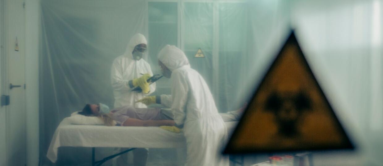 chory na COVID-19 w izolatce