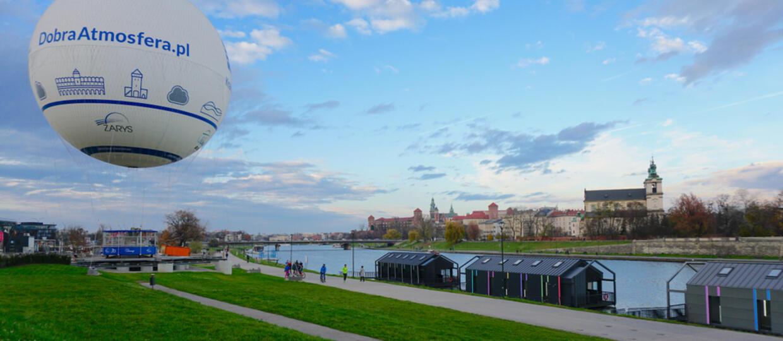 Gwałtowna nawałnica rozerwała ogromny balon widokowy pod Wawelem