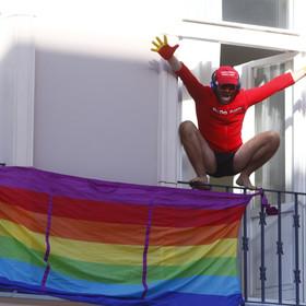 Działacz LGBT na obchodach rocznicy wybuchu Powstania Warszawskiego