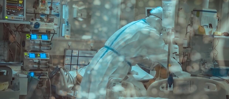 chory w izolacji pod respiratorem