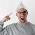 Na Allegro są już dostępne czapki ochronne przed promieniowaniem 5G. Ktoś się skusi?