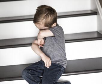 Smutny chłopiec - materiał poglądowy