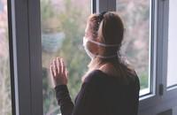 kobieta na kwarantannie domowej