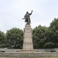 Pomnik Krzysztofa Kolumba wylądował w pobliskim stawie