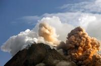 Indonezja: Najaktywniejszy wulkan kraju znów wybuchł